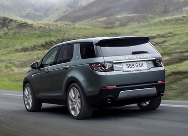 Land Rover Discovery Sport off-road trên sông
